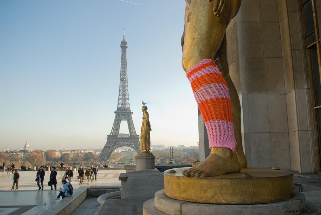 Le gang des Tricoteuses en action dans Paris