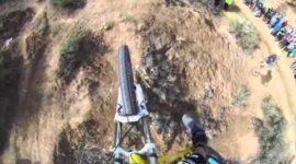 Сверхэкстремальный спуск на горном велосипеде