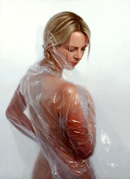 Девушка в полиэтилене фото