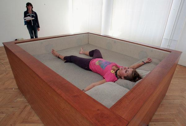 Installation O.K: Sonic Bed_London. Foto: rubra