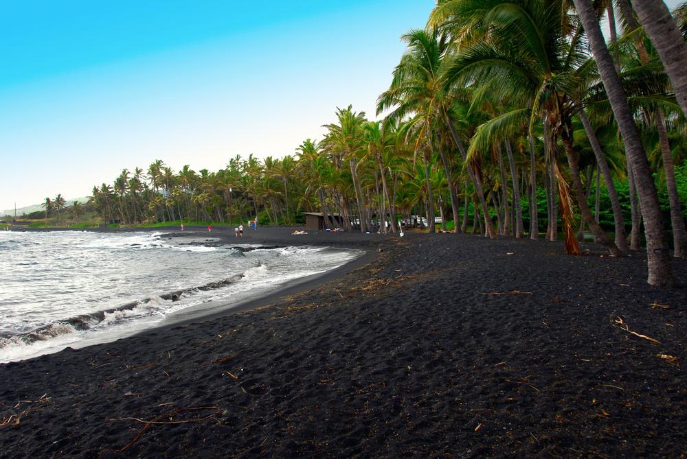 чёрный пляж фото