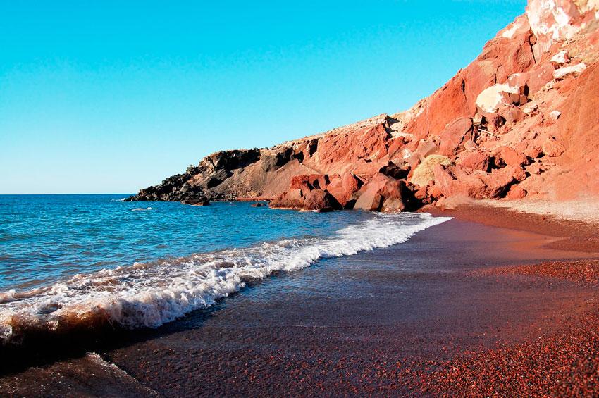9 пляжей мира с разноцветным песком