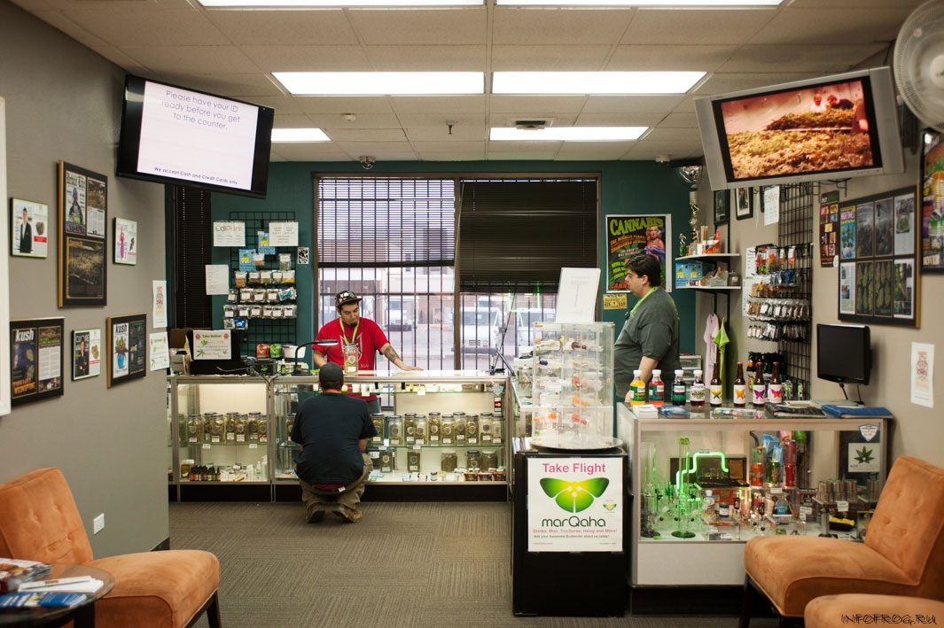 Jesse Rodriguez, left, a budtender, helps a customer on the medi