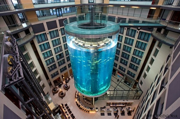Image: The AquaDom in the Sealife Center at the Radisson SAS Hotel, Berlin, Germany